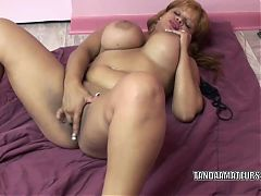 Latina MILF Angel Lynn uses her finger to fuck her twat